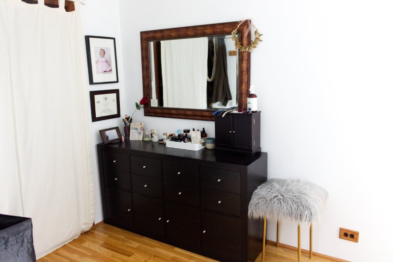5 Steps For An Easy Mirror Makeover to Brighten Up Your Bedroom 2