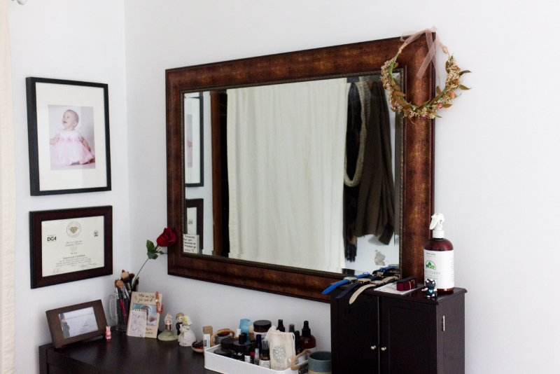 5 Steps For An Easy Mirror Makeover to Brighten Up Your Bedroom 1